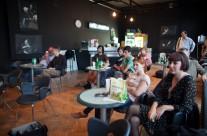 26/04/2013 Razgovor: Improvizacija i grupna improvizacija. Gosti: Allum, Charbin, Pavlica, Prevost, Prica Kafka, Puhovski. Moderira: Karolina Rugle @ kafić Teatra &TD
